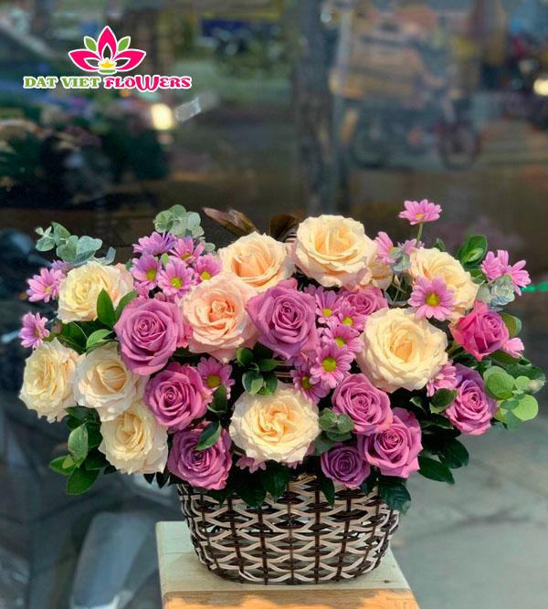 Giỏ hoa tươi xinh lunh linh