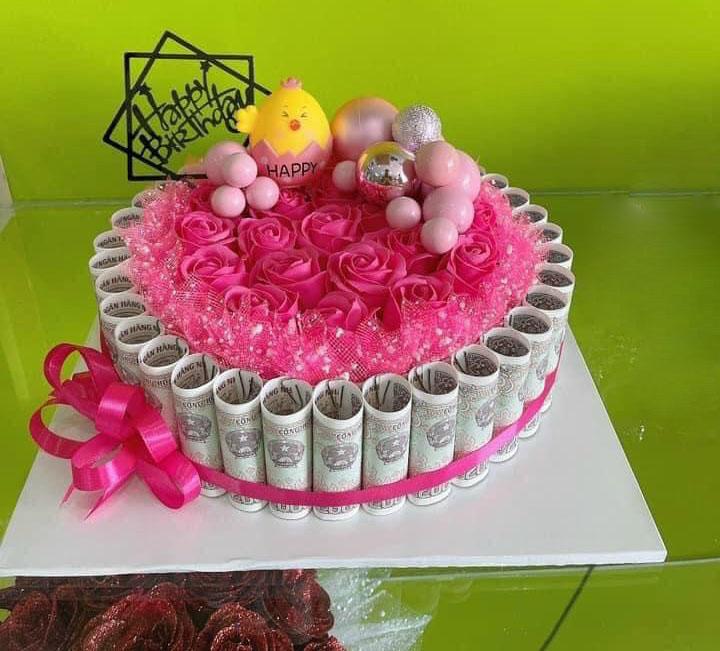 Bánh sinh nhật bằng tiền 2k