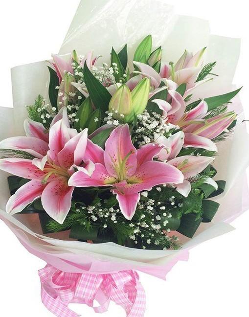Bó hoa lily chúc mừng 8-3 đẹp
