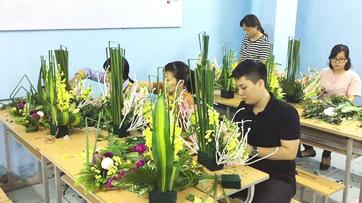 Lớp dạy cắm hoa