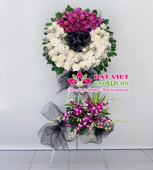 Hoa chia buồn tone trắng tím