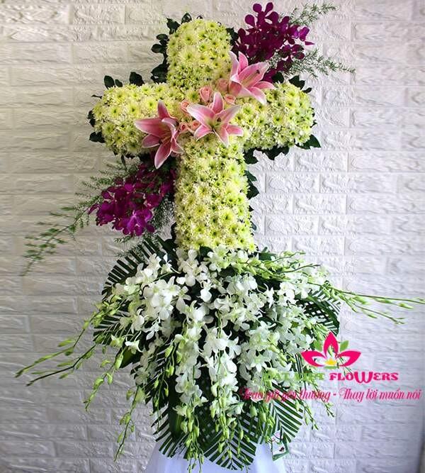 Hoa viếng đám tang hình thánh giá